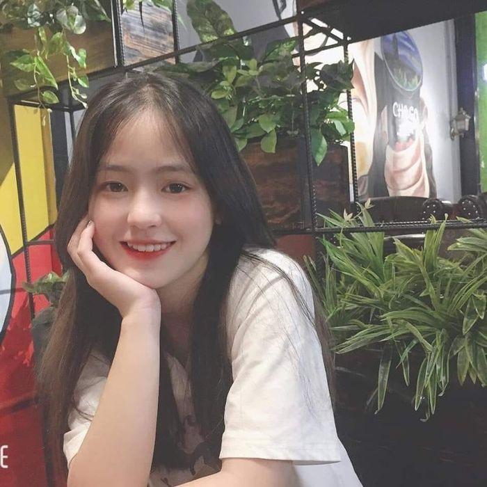 Sau hơn 1 năm nổi tiếng, 'cô bé bán lê' ở Hà Giang càng ngày càng xinh đẹp, đáng yêu 10