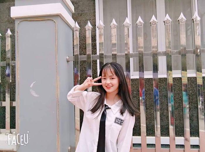 Sau hơn 1 năm nổi tiếng, 'cô bé bán lê' ở Hà Giang càng ngày càng xinh đẹp, đáng yêu 11