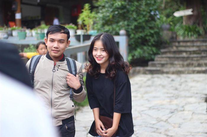Sau hơn 1 năm nổi tiếng, 'cô bé bán lê' ở Hà Giang càng ngày càng xinh đẹp, đáng yêu 5