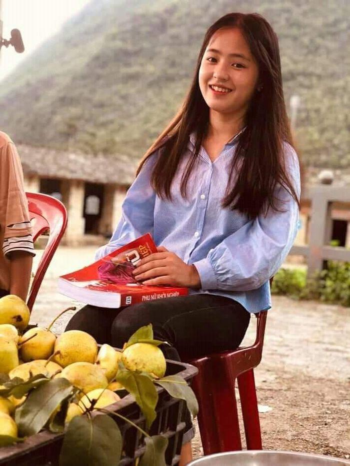 Sau hơn 1 năm nổi tiếng, 'cô bé bán lê' ở Hà Giang càng ngày càng xinh đẹp, đáng yêu 6