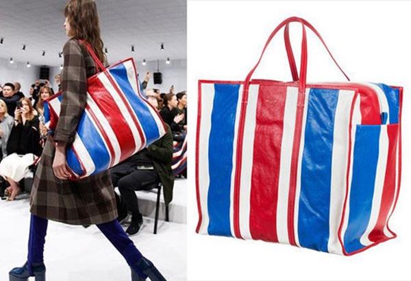 Chiếc túi ngoại cỡ của Balenciaga 3.000 USD(khoảng 69 triệu đồng)từng gây ra nhiều tranh cãi khi có kiểu dáng giống đến 95% mẫu túi nylon Sampeng của Thái Lan.
