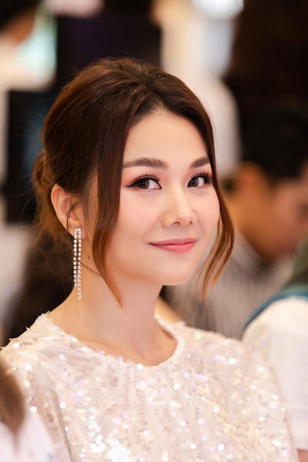 Thanh Hằng đẹp rạng ngời khi 'biến hình' sang dịu dàng nữ tính 1