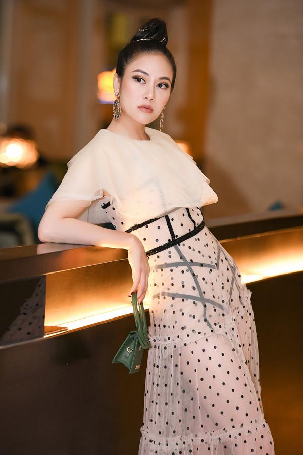 Hoa hậu Tuyết Nga cho biết, bản thân cô luôn dành tình cảm với Áo dài Việt Nam nhưng không vì thế cô ngạithử các phong cách thời trang khác. Cô luôn muốn mang đến hình ảnh mới lạ nhưng chuẩn mực để cho công chúng không bao giờ nhàm chán về bản thân mình.