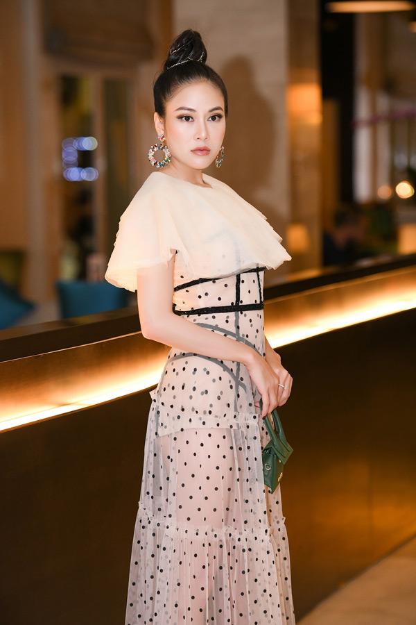 Theo trend đồ xuyên thấu, Hoa hậu Tuyết Nga đốt mắt với body nuột nà đáng ngưỡng mộ 4
