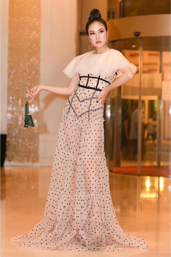 Sắp tới, Tuyết Nga sẽ có mặt tại Hàn Quốc để tham dự tuần lễ thời trang tại đây. Nàng hậu hứa hẹn sẽ tạo thêm những bất ngờ ngoài sự mong đợi với những trang phục mà cô và ê kíp đã kì công lựa chọn.