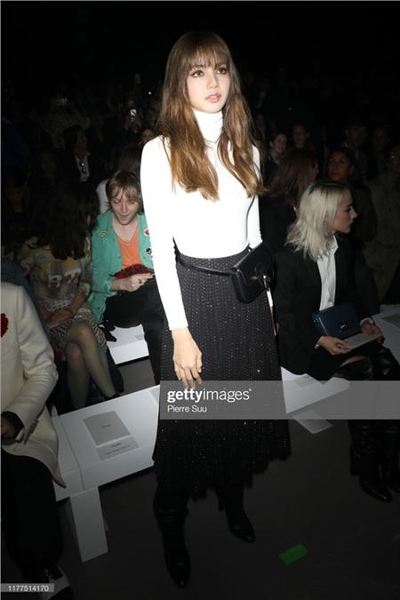 Lisa (Black Pink) lại khiến 'thế giới đảo điên' với vẻ đẹp thách thức mọi ống kínhtại Paris Fashion Week 4