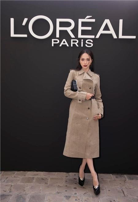 Chẳng cần hở bạo, HH Hương Giang vẫn thu hút vô cùng khi hội ngộ 'ma nữ đẹp nhất Thái Lan' tại Tuần lễ thời trang Paris 2