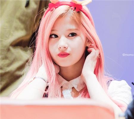 Sana (Twice) xứng danh 'nữ thần thế hệ mới' khi 'chấp hết'các tông màu nhuộm tóc khó nhằn 10