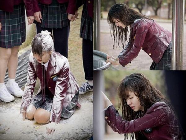 School 2015 là cú đột phá mới trong sự nghiệp diễn xuất của Kim So Hyun khi cùng lúc đảm nhận 2 vai diễn đối lập cả về sở thích, tính cách lẫn niềm đam mê.