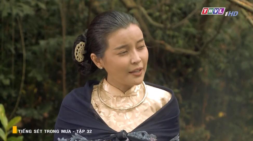 'Tiếng sét trong mưa' tập 32: Hai Sáng Cao Thái Hà 'chạy mất dép' khi bị Hiểm cầm gậy dọa đánh, thời đại của mợ sắp kết thúc rồi? 9