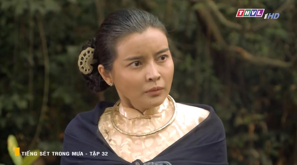'Tiếng sét trong mưa' tập 32: Hai Sáng Cao Thái Hà 'chạy mất dép' khi bị Hiểm cầm gậy dọa đánh, thời đại của mợ sắp kết thúc rồi? 16