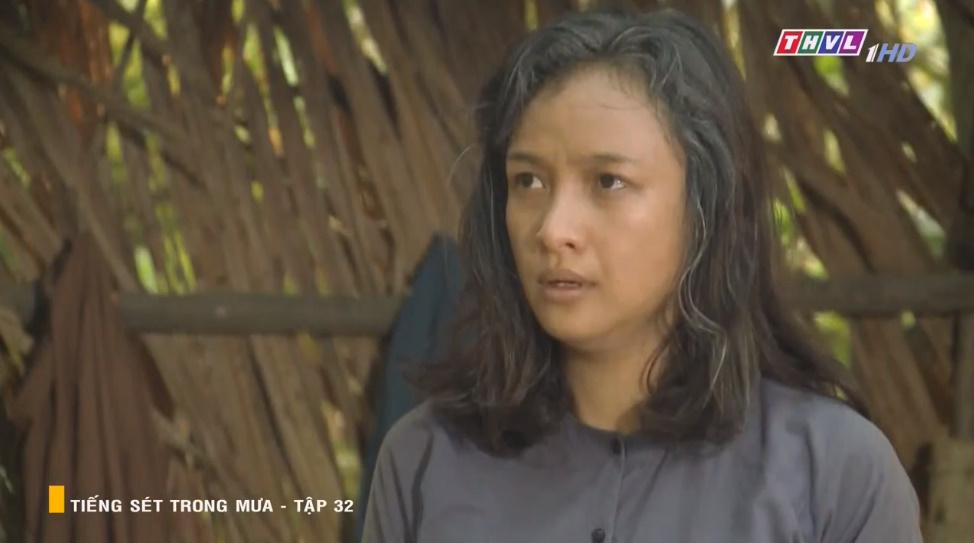 'Tiếng sét trong mưa' tập 32: Hai Sáng Cao Thái Hà 'chạy mất dép' khi bị Hiểm cầm gậy dọa đánh, thời đại của mợ sắp kết thúc rồi? 17