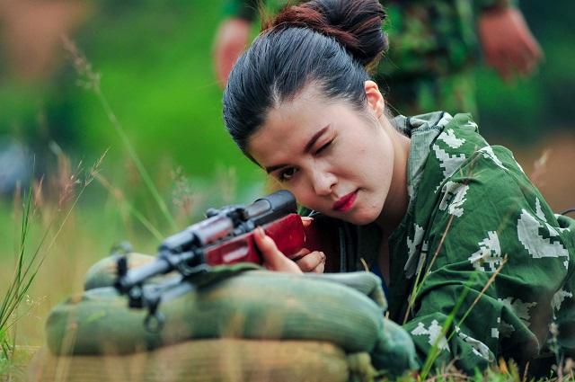 Xuất hiện trong chương trình bắn súng ở Việt Nam, 2 hotgirl người Nga gây sốt 0