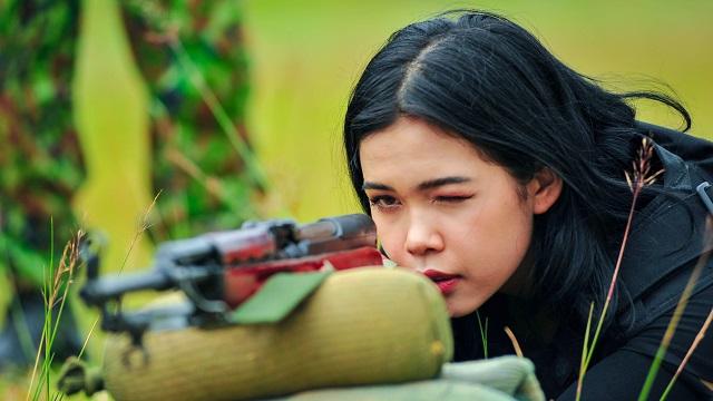 Xuất hiện trong chương trình bắn súng ở Việt Nam, 2 hotgirl người Nga gây sốt 2