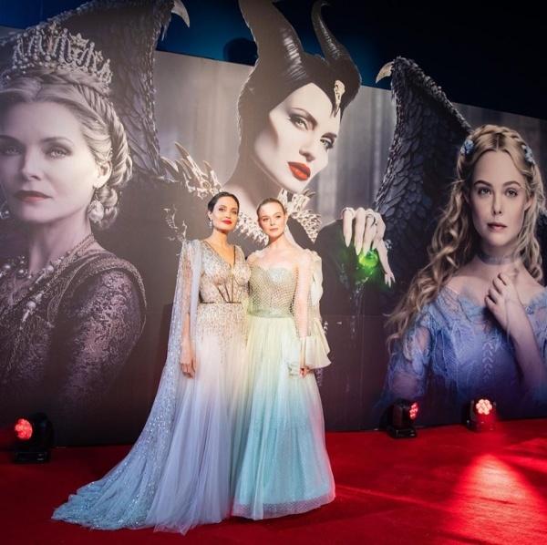 Đây cũng là lần hiếm hoi Angelina Jolie diện một mẫu đầm công chúa 'lồng lộn' như thế này.