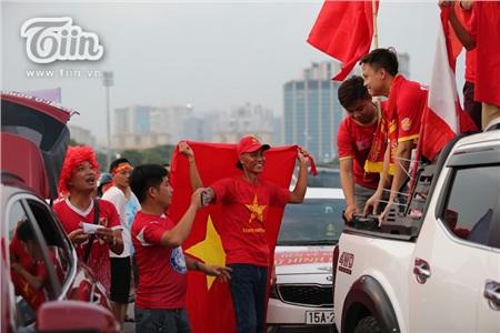 Cổ động viên Việt Nam đặt niềm tin tuyệt đối vào đội tuyển nước nhà 8