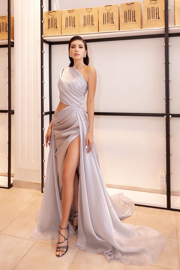 Minh Tú diện váy xẻ cao, khoe chân thon dài tại sự kiện thời trang 0