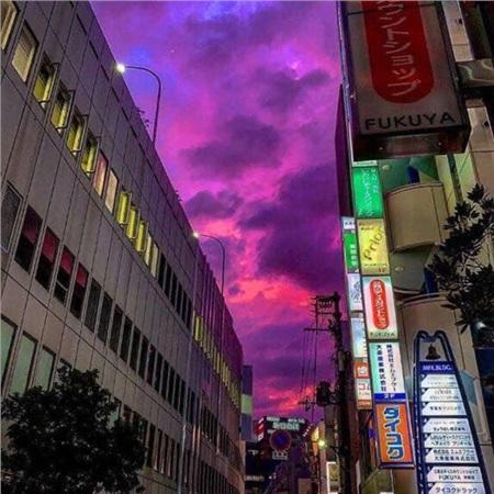 Bầu trời Nhật Bản chuyển sang màu tím, người dân tích trữ lương thực và nước uống trước bão 0