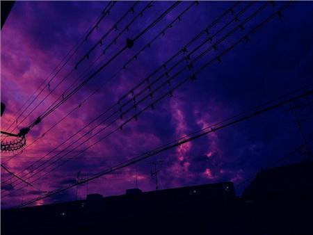 Bầu trời màu tím khiến người dân ở Nhật Bản lo lắng về 1 siêu bão sắp đổ bộ.