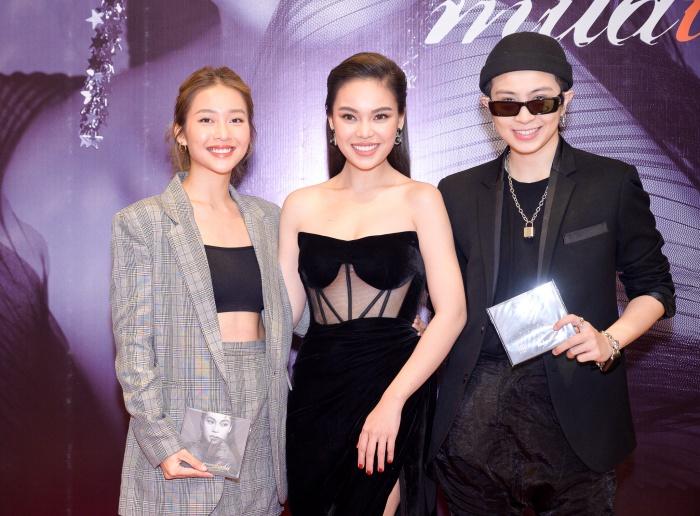 Khả Ngân và Gil Lê chúc mừng Giang Hồng Ngọc ra mắt album