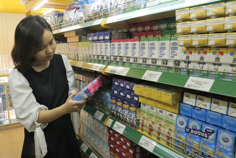 Sữa Cô Gái Hà Lan được trưng bày hút mắt trên kệ của 1.000 cửa hàng Bách hóa Xanh