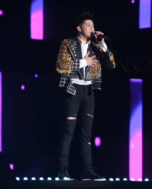 Noo Phước Thịnh là ca sĩ Việt đầu tiên xuất hiện trên sân khấu 25 nghìn khán giả của Hàn Quốc 0