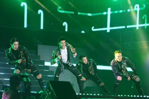 Noo Phước Thịnh là ca sĩ Việt đầu tiên xuất hiện trên sân khấu 25 nghìn khán giả của Hàn Quốc 1