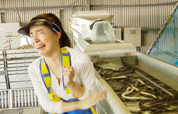Quỳnh Nga hoảng sợ khi nhìn thấy lươn