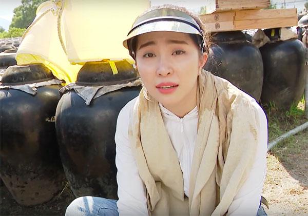 Việt Anh ôm Quỳnh Nga thân mật trên sóng truyền hình 2