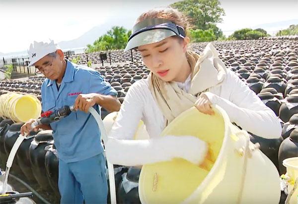 Việt Anh ôm Quỳnh Nga thân mật trên sóng truyền hình 3