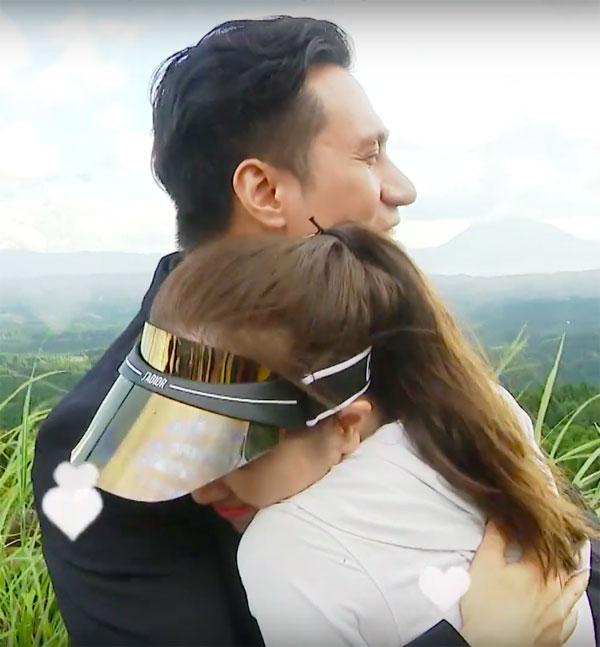 Việt Anh ôm Quỳnh Nga an ủi