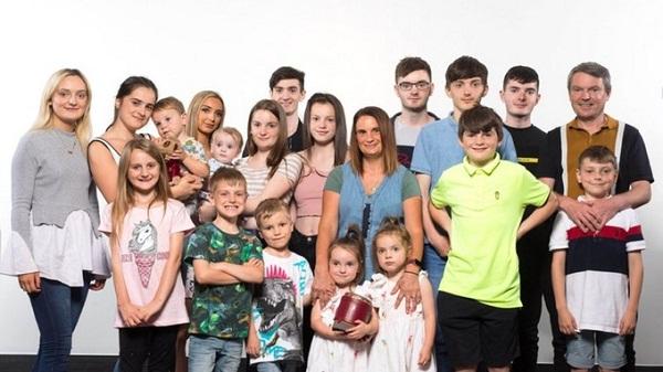 Tất cả thành viên của gia đình nhà Radfords.