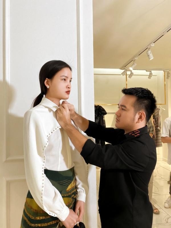 Ngọc Trinh diện quần jean áo thun giản dị vẫn đẹp hết nấc đi thử đồ dự sự kiện 6