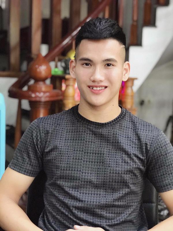 Vẻ ngoài điển trai chẳng kém gì hot boy của thủ môn trẻ Nguyễn Văn Bá.