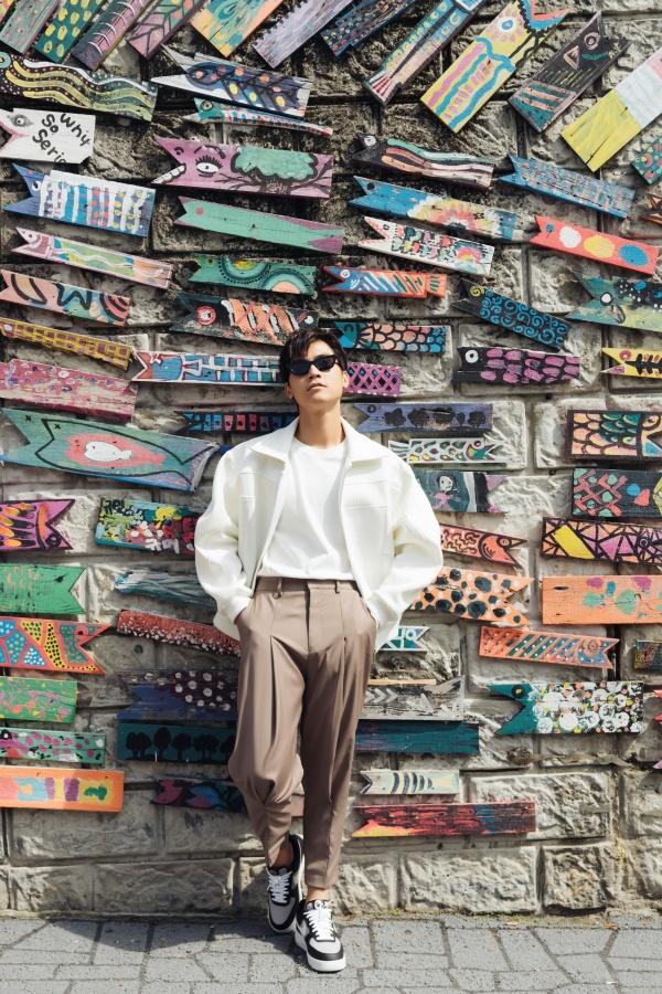 Diễn viên 'Thưa mẹ con đi' khoe vẻ điển trai tại làng cổ được mệnh danh 'Santorini của Hàn Quốc' 0