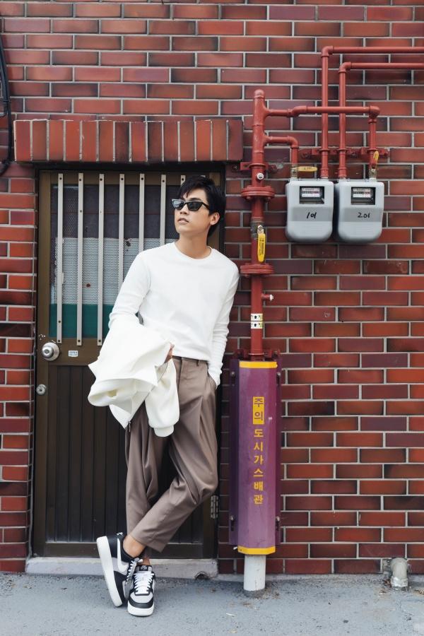 Diễn viên 'Thưa mẹ con đi' khoe vẻ điển trai tại làng cổ được mệnh danh 'Santorini của Hàn Quốc' 3