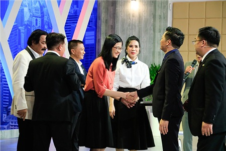 Cuối cùng, Ý Nhi bất ngờ quyết định ra Hà Nội làm việc với Elise của sếp Lưu Nga với vị trí chuyên viên truyền thông. Từ mức lương kỳ vọng vỏn vẹn 9 triệu đồng, nữ ứng viên đã được 'chốt deal' với mức lương gần như gấp đôi.