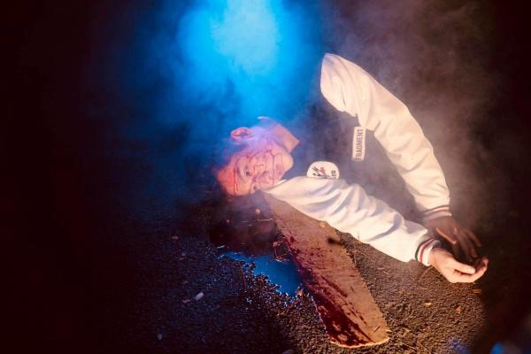 Sau hình ảnh ngôn tình, Tuấn Trần xuất hiện với vẻ ngoài bê bết máu trong teaser web drama mới 0