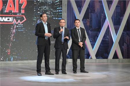 Hai ứng viênVõ Xuân Vinh -Đặng Văn Danh và MC Lại Văn Sâm