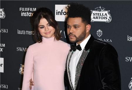 Selena Gomez từng hẹn hò The Weeknd trong 10 tháng.