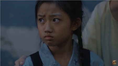 Bé Hương không tin nổi vào tai mình.