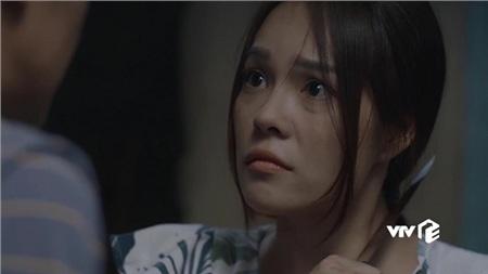 Giữ Minh ở lại như bom nổ chậm trong nhà, thân gái 'liễu yếu đào tơ' như Ngọc khó có thể phản kháng được anh, trừ khi phải thủ sẵn vũ khí trong người.