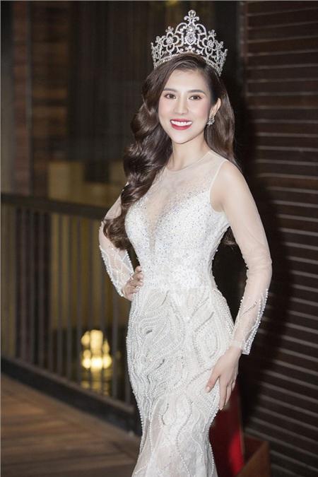 Kể từ khi đăng quang ngôi hậu, Dương Yến Nhung được đánh giá nhan sắc xinh đẹp và mặn mà hơn. Cô bày tỏ niềm hạnh phúc được gặp lại tất cả những người thân thương đã đồng hành và hỗ trợ cô suốt thời gian qua.