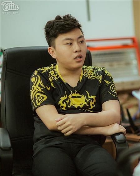 PS Mankhông bao giờ để công việcảnh hưởng đến việc học tập.