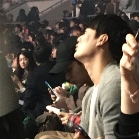 Quen biết lần đầu tiên vào năm 2011 khi đóng chung phimDream High,đến nay, Kim Soo Hyun và IU vẫn là đôi bạn thân thiết, sự kiện nào cũng góp mặt để ủng hộ đối phương.