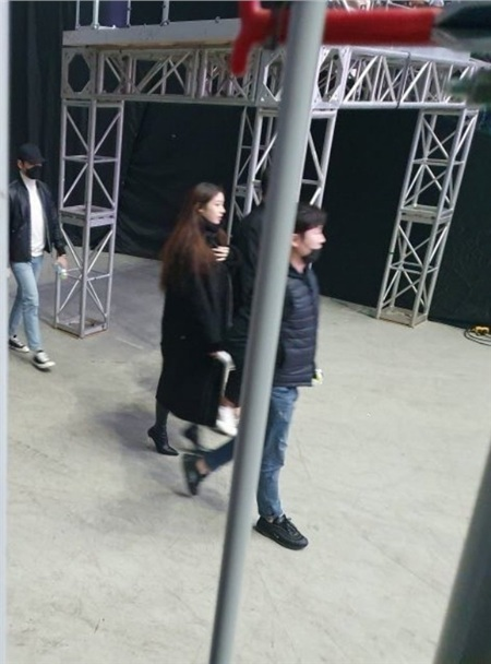 Mặc cho tin đồn 'nghỉ chơi' vẫn luôn khiến các fan tranh cãi bao năm nay, Jiyeon vẫn đều đặn tham dự concert của IU mỗi khi có dịp.
