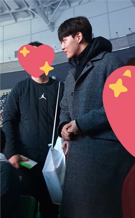 Lại thêm một 'anh người yêu' trên màn ảnh của IU đến ủng hộ cho concert.