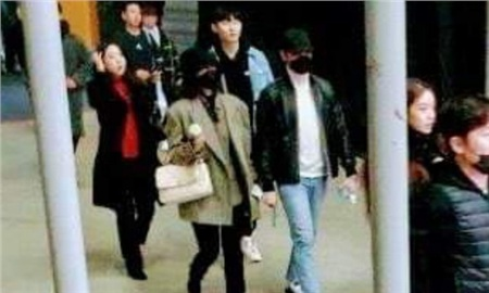 Bức ảnh hẹn hò hiếm hoi của Park Shin Hye và Choi Tae Joon hóa ra lại xuất phát từ... concert của IU!