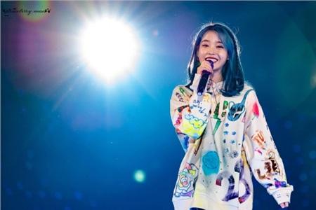 IU hoa gặp hoa nở: Mở concert là Song Hye Kyo, Kim Soo Hyun, Jiyeon cùng dàn thần tượng nườm nượp đến 0