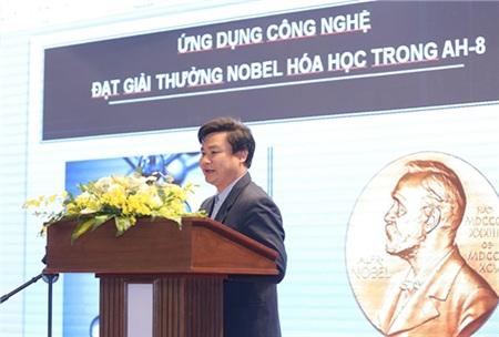 Phó giáo sư – Tiến sĩ Lê Đình Tùng trình bày vềỨng dụng công nghệ đạt giải thưởng Nobel hóa học trong AH-8